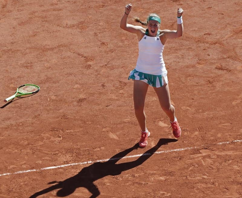 Unseeded Jelena Ostapenko Upset Simona Halep  4-6, 6-4, 6-3 at French Open for 1st title