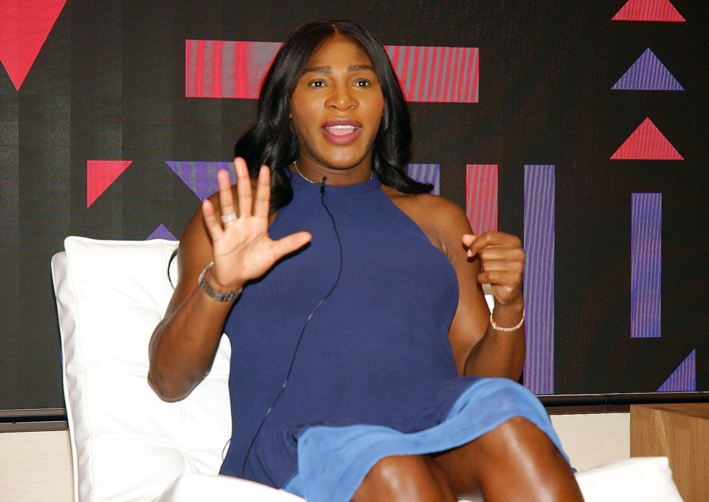 serena williams at the apple store 01