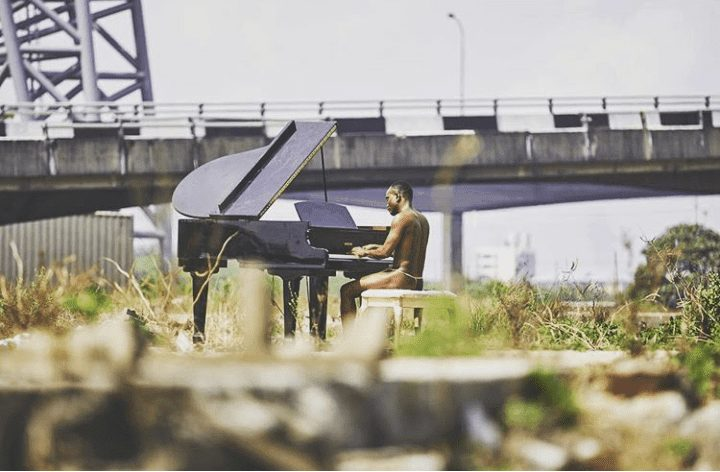Singer Brymo goes naked Playing The Piano , Nigerians Reacts on Twitter