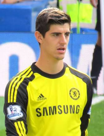 Courtois curbs Real Madrid rumours by committing to Chelsea