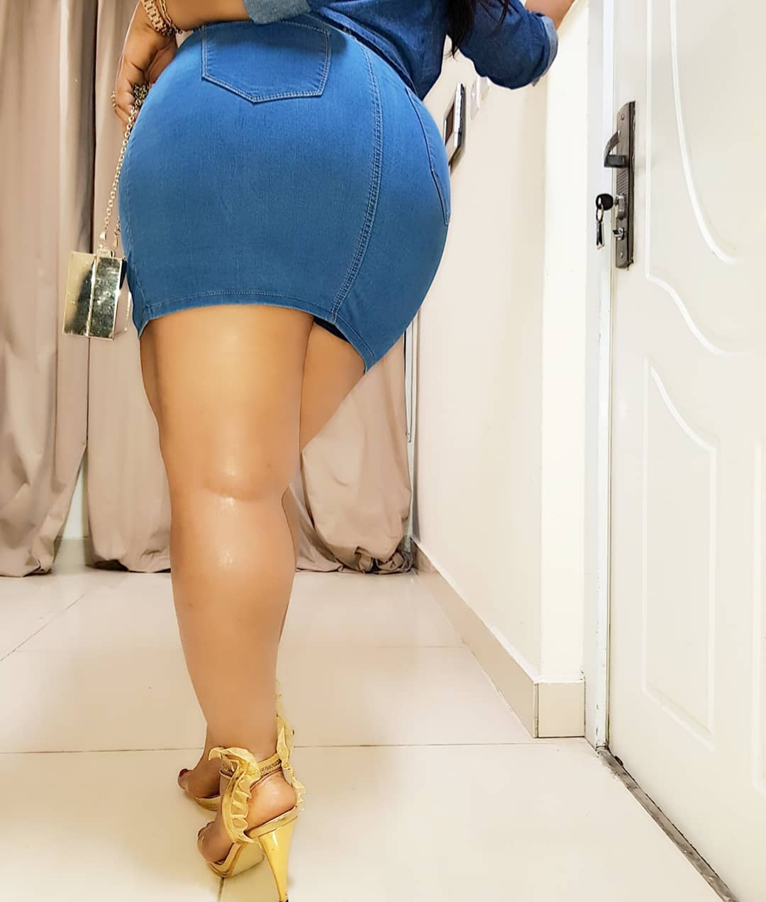 100% natural ! Moyo Lawal shares video of her massive booty