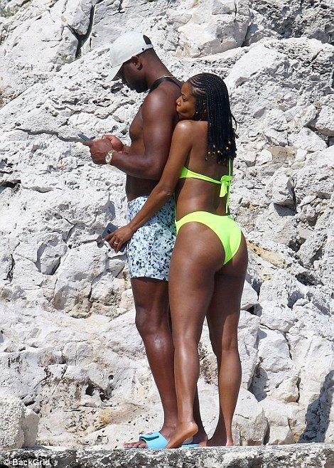Gabrielle Union packs on the PDA with Dwanye Wade in France