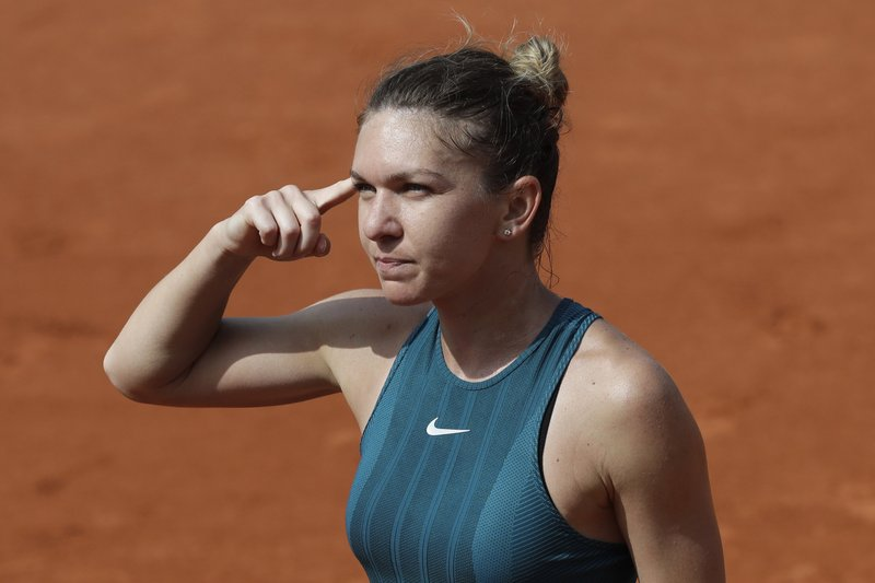 Romania's Simona Halep celebrates her victory over Germany's Angelique Kerber after their quarterfinal match of the French Open tennis tournament at the Roland Garros stadium, Wednesday, June 6, 2018 in Paris. (AP Photo/Alessandra Tarantino)