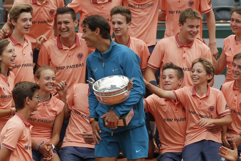 Nadal wins 11th French Open title by beating Thiem in 3 sets (2)