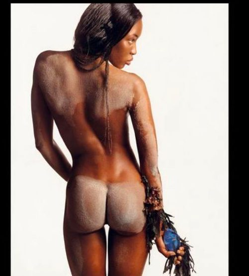 Naomi Campbell is completely naked in throwback photo
