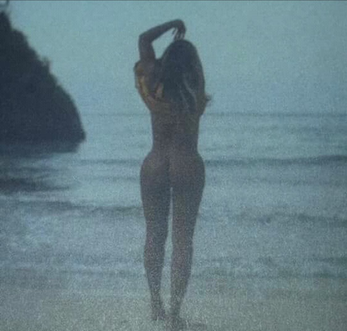 These photos of Beyonce and Jay Z unclad is everything 3