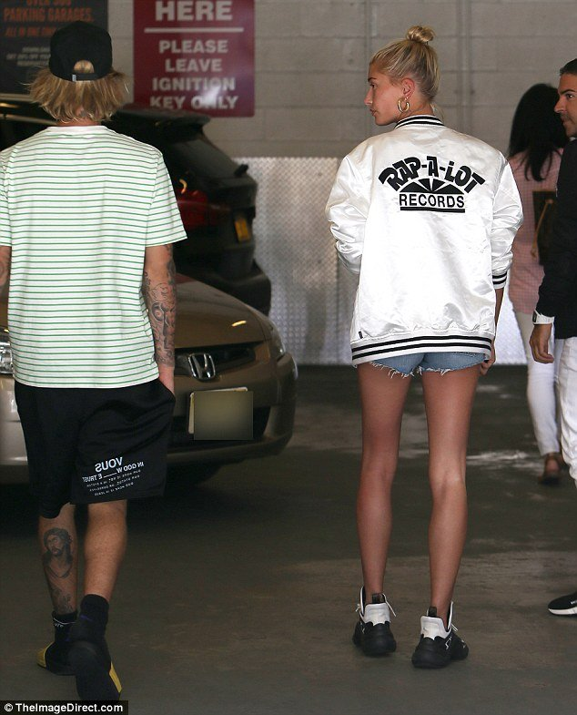 Hailey Baldwin flashes massive engagement ring as she steps out with Justin Bieber 4