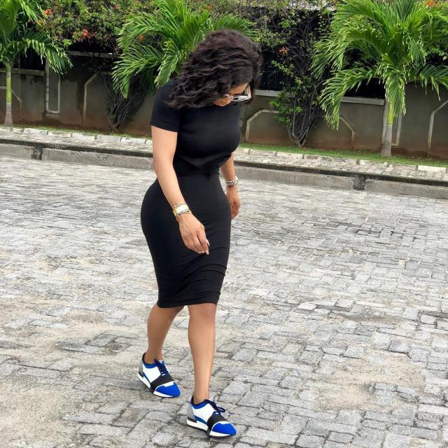 Toke Makinwa claps back at a follower who accused her of photoshopping