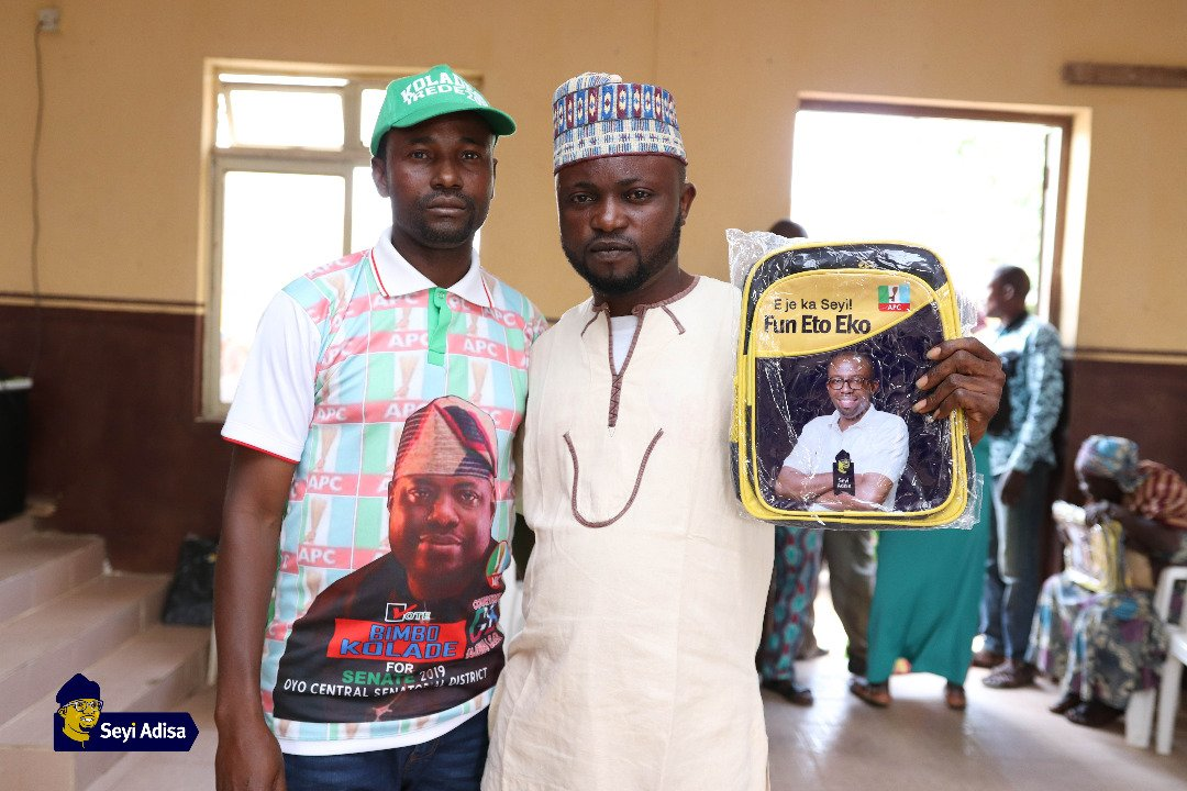 Photos from Seyi Adisa gives back to community with Back2School Program 9
