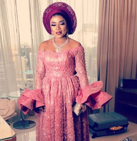 Bobrisky makes it rain at wedding a week after it was declared as an offense (Photos+Video)