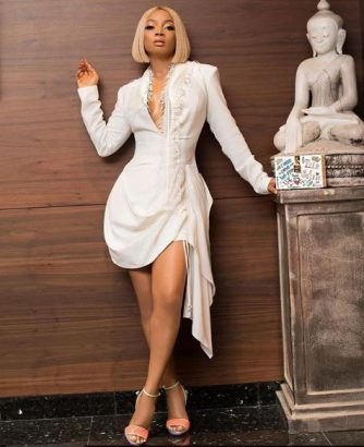 Toke Makinwa flaunts her curves in short white gown (photos)