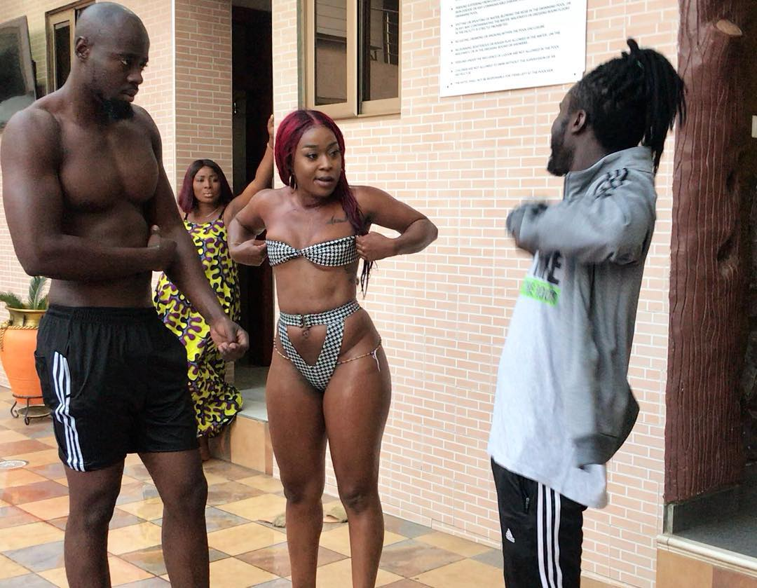 Efia Odo exposes the hair on her 'huge' P*ssy on set of a movie set