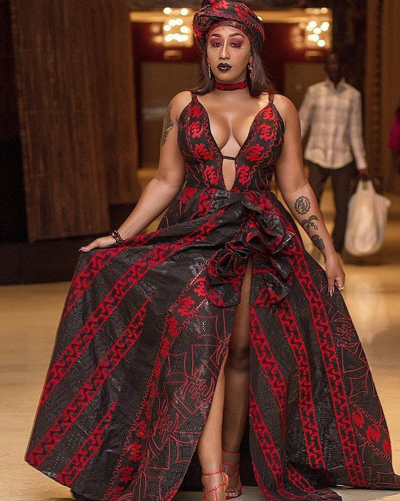 Singer Victoria Kimani goes braless as she Stuns In Cleavage-Baring Outfit at AFRIMA Awards