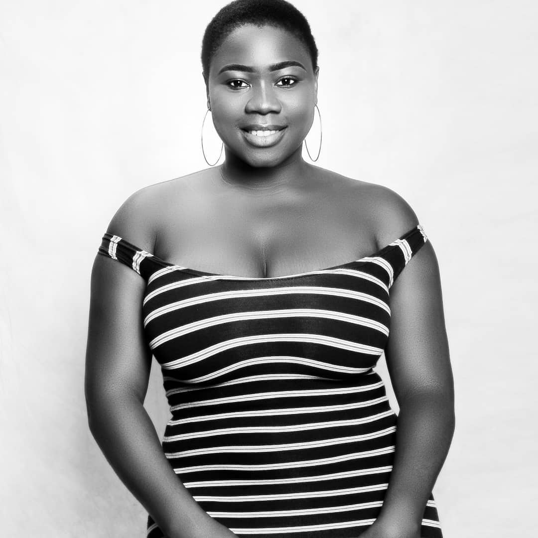 Busty Actress thanks God for her natural curves, no surgery, Shares sexy Photos