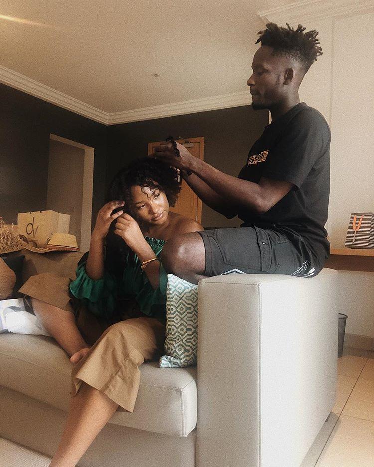 Nigerian Singer , Mr Eazi caught on camera Making His Girlfriend, Temi Otedola's Hair