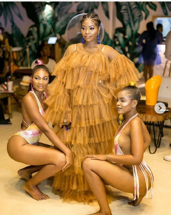 Davido's First Baby Mama, Sophia Poses With Sexy Ladies In Swimwear