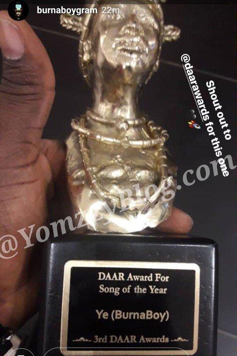 Burna Boy Shows Off His Award As Song 'Ye' Wins Song Of The Year At DAAR Awards