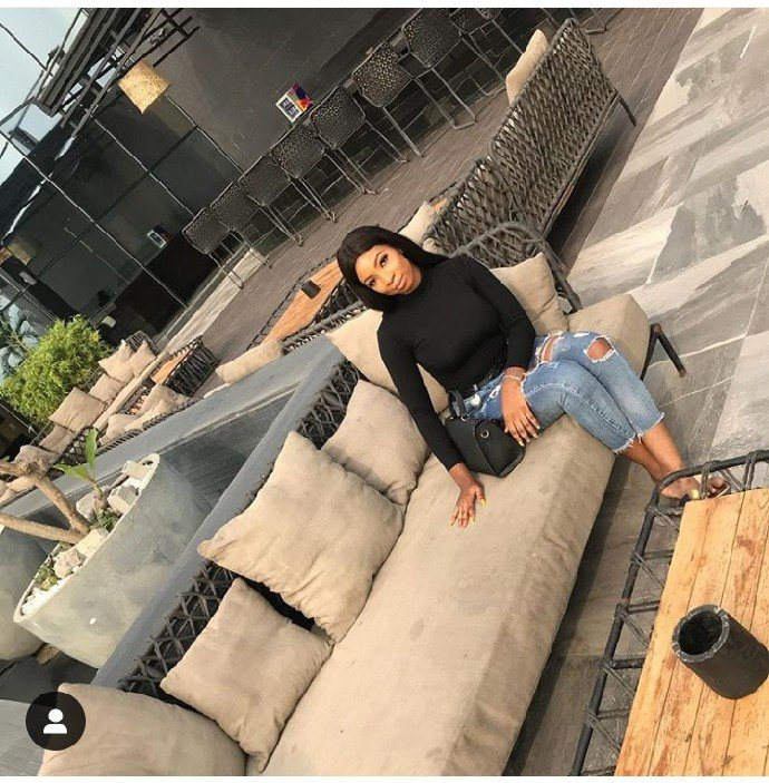 UNILAG slay queen, Tobi in a sex video with DMW singer, Peruzzi celebrates her birthday today January 27th. Recall, News broke on the internet some months back that the 18 year old student of unilag had sex wth DMW star artist Peruzzi. In an official statment released by her , she said she regrets her actions and also having bad friends.