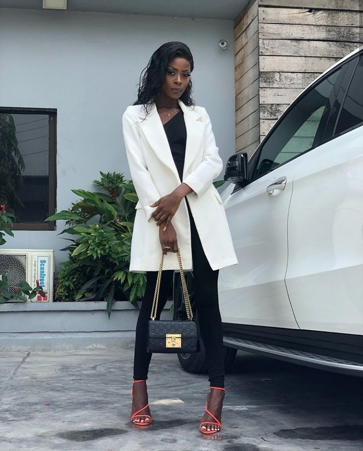 Khloe Wows In Gorgeous Corporate Outfit