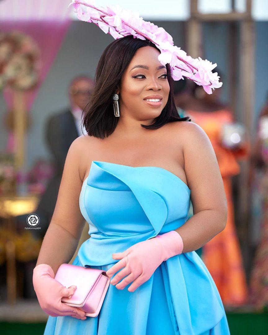 Summer Body goals ! as Moesha boduong slays in a turquoise dress