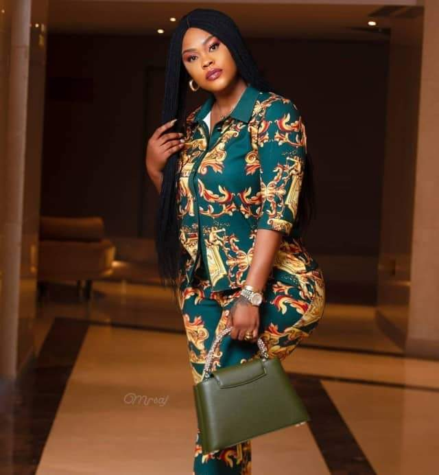 Actress Daniella Okeke accused of photoshopping her butt to make it look bigger