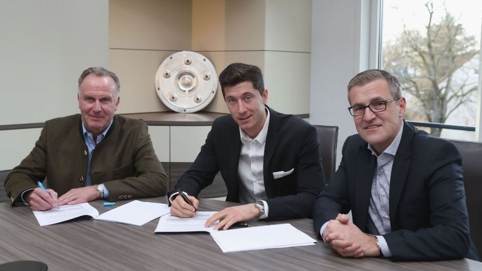 Lewandowski signs extended contract for Bayern Munich