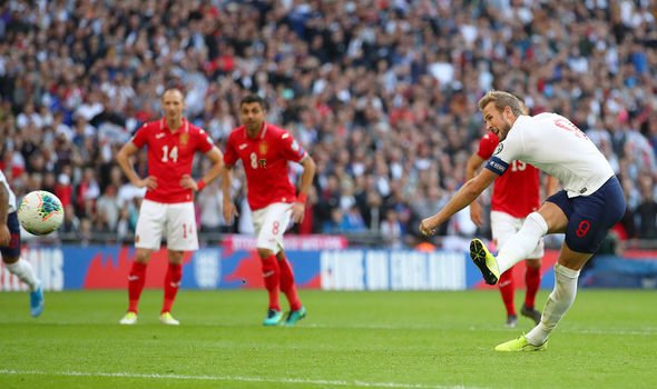 England sweeps Bulgaria away with 4 goals and tops the table
