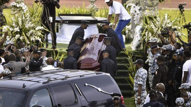 Fans Open DJ Arafat Coffin At Funeral