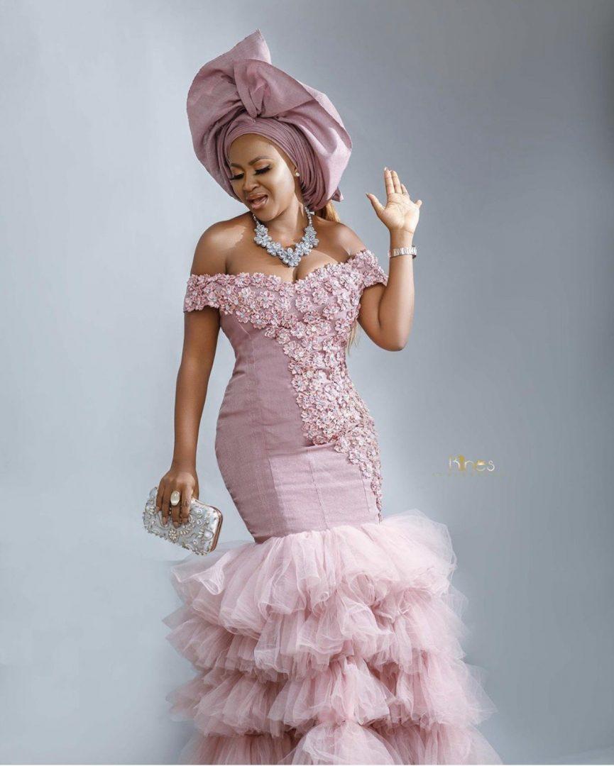 21 Ravishing Asoebi styles Sewn into Perfection (Photos)
