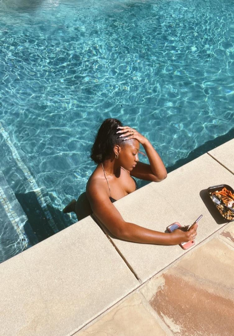 Singer, Tems flaunts her banging body, rocking a bikini (photos)