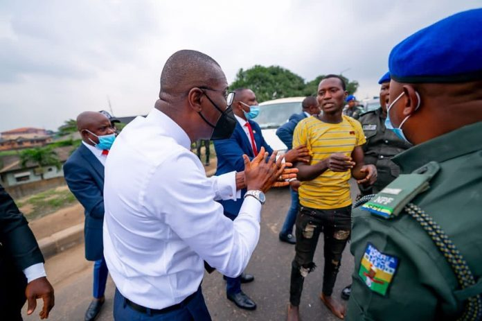 Lagos state Governor, Babajide Sanwo-Olu, arrests traffic robbers in Ojota axis, Lagos