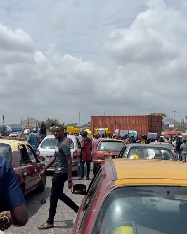 Watch moment Yoruba Nation Protesters blocked Road in Ibadan over Sunday Igboho