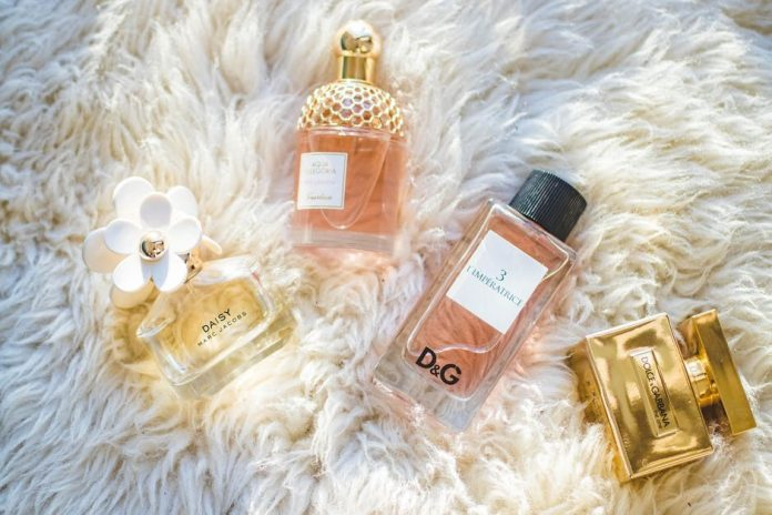 How to Buy Perfume Online When You Can't Smell It