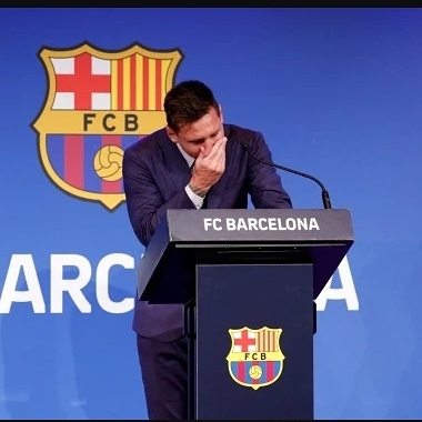 """""""This is difficult for me"""" - Messi breaks down in tears as he bids farewell to Barcelona"""